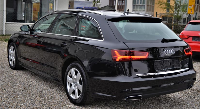 Audi schwarz Rückansicht